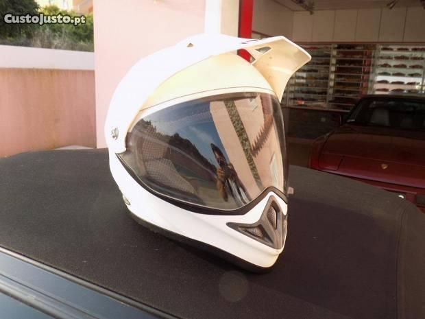 Fato competição/ blusão/ capacete mota