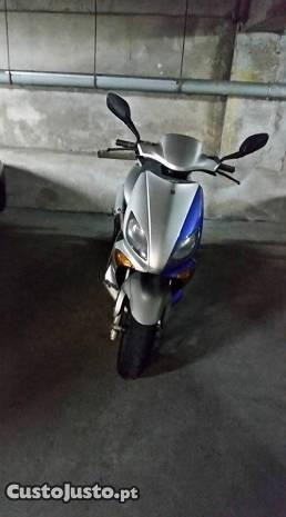 Yamaha Maxster 125cc scooter rara baixa de preço