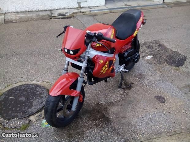 Moto scooter em bom estado
