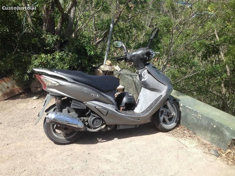 Scooter.125cc com 8800km