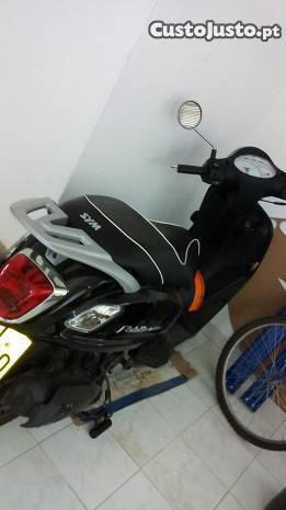trata-se scooter está como nova