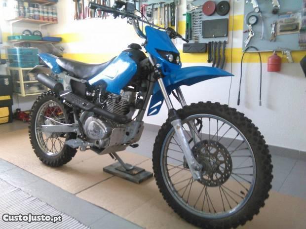 Moto 125 com matricula