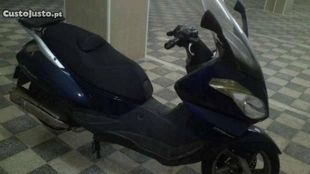 Moto Aprilia VL Atlantic 500