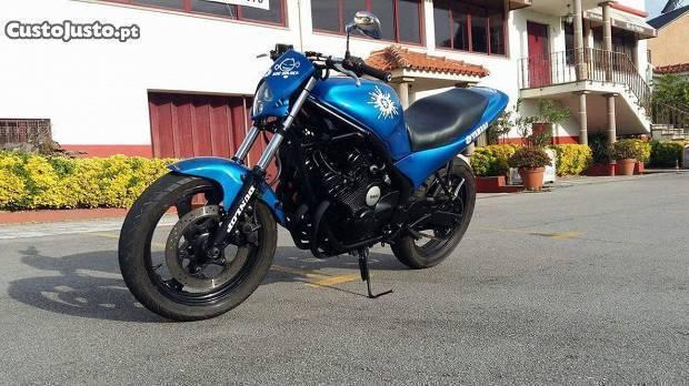 Yamaha XJR 600