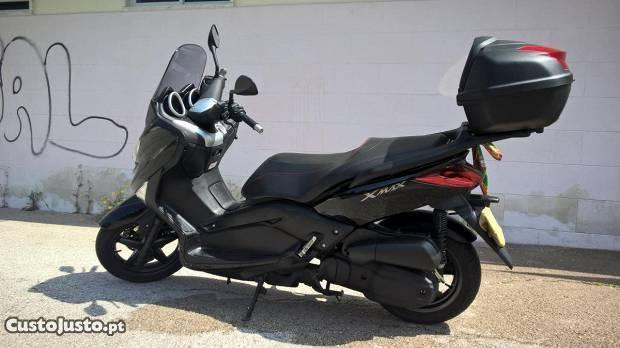 Scooter Xmax 125