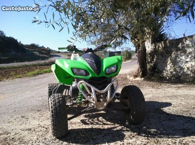 Moto 4 kawasaki 700