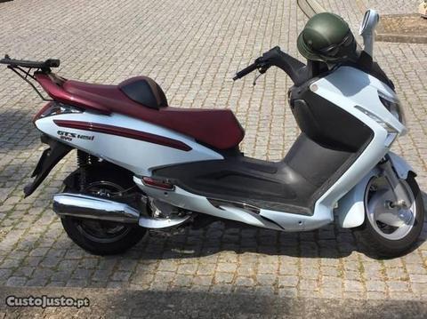 Scooter Sym 125 GTS em bom estado