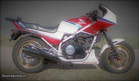 Honda VF750 matrícula nacional