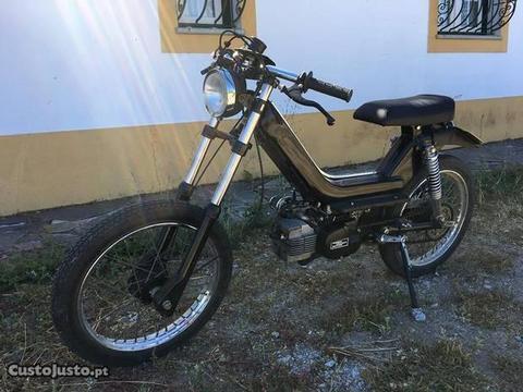 Motorizada MOTO MORINI versão Café Racer