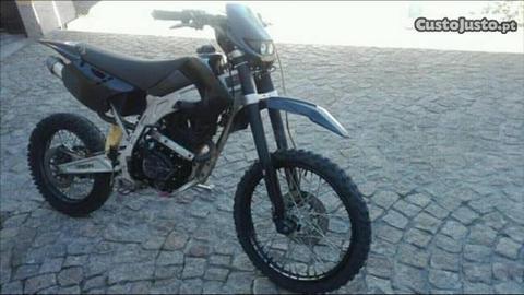 Moto 250cc a 4 tempos