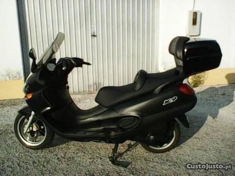 Maxi-scooter Piaggio X9 250